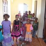 Des enfants faisant le porte à porte pour demander des cadeaux(de l'argent en général)